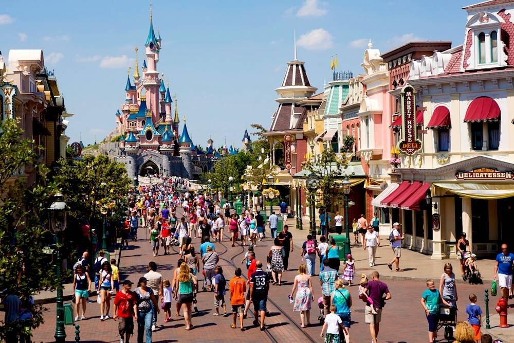 Paris - Disneyland Turu Pegasus Hava Yolları ile 4 Gece / 5 Gün